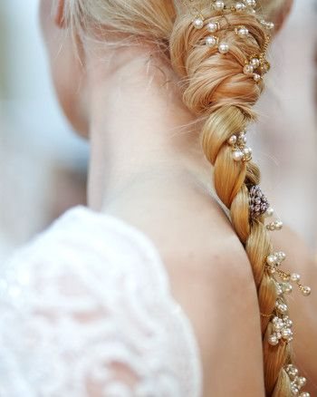 Our favorite hair accessories for every style of bride, inspired by the Spring 2016 Bridal shows.