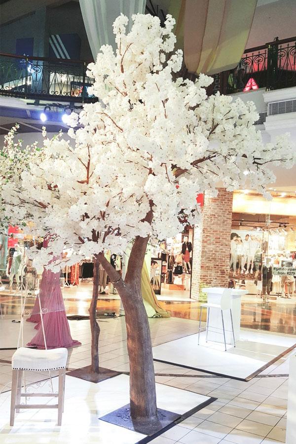 Cherry Blossom Tree Hire For Weddings Events White Blossom Tree Blossom Trees Artificial Cherry Blossom Tree
