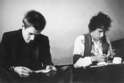 Paul Simonon and Johnny Rotten rolling joints in ... | picture perfect