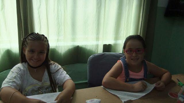 ENTRE TELAS: MIRIAM Y VICTORIA( las dos alumnas de la academia)...