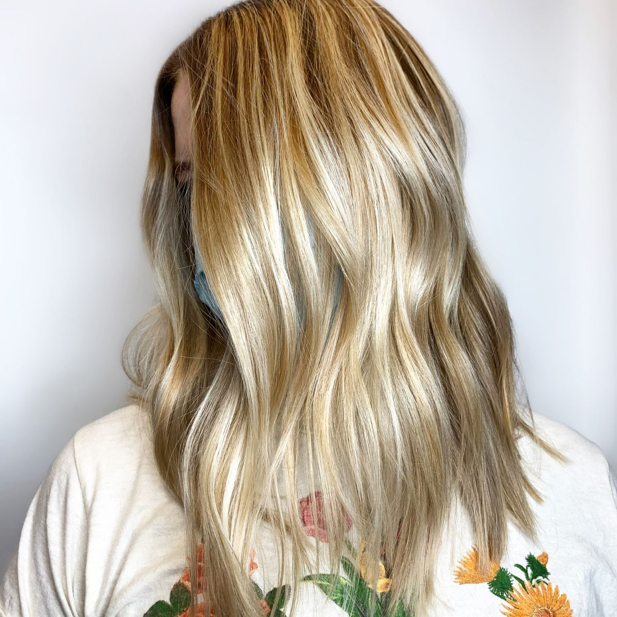 Just because it is getting cooler out doesnt mean you have to go darker! As your tan begins to fade it woild be so nice to have a sunkissed balayage to fit your complexion. #blondebalayage #balayagehairblonde #balayagehair #livedincolor #blondehairstyles #providence #sunkissedhair