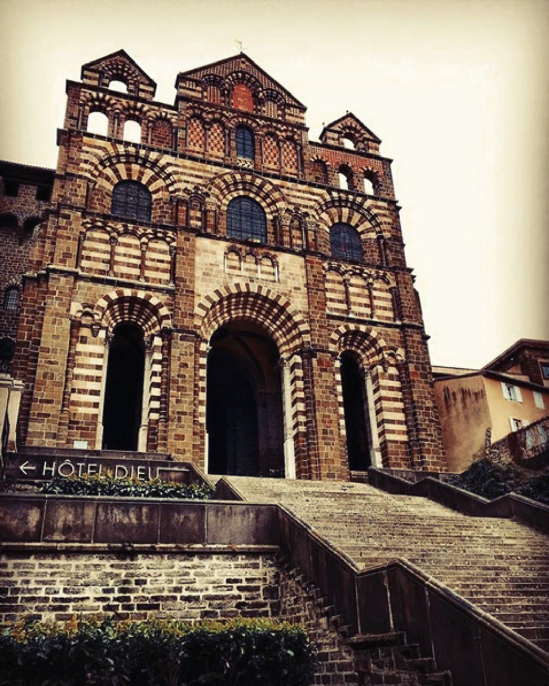 """Architecte Le Puy En Velay le puy en velay tourisme on instagram: """"⛪️ la cathédrale"""
