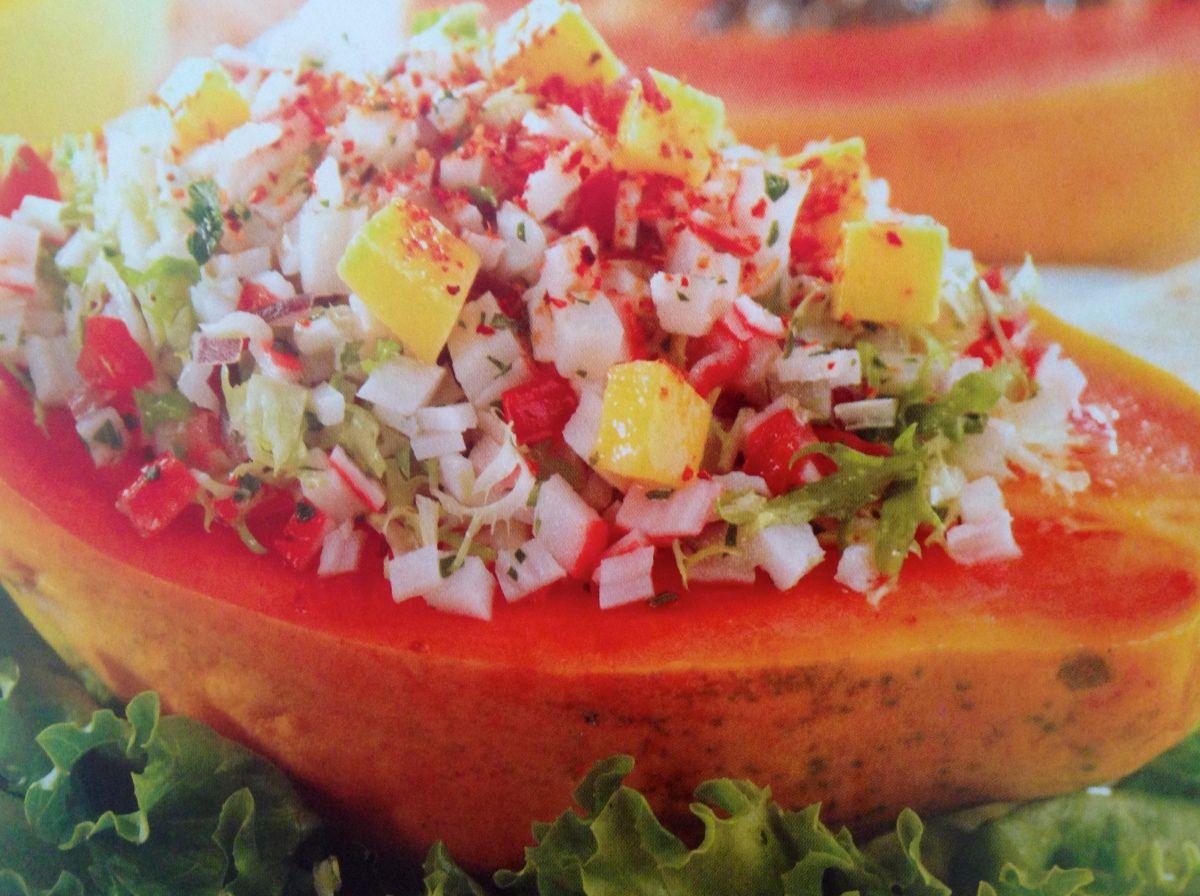 Ensalada de surimi con mango
