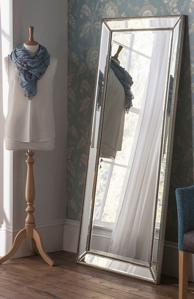 Dieser Elegante Mit Glasperlen Besetzte Wandspiegel Besticht