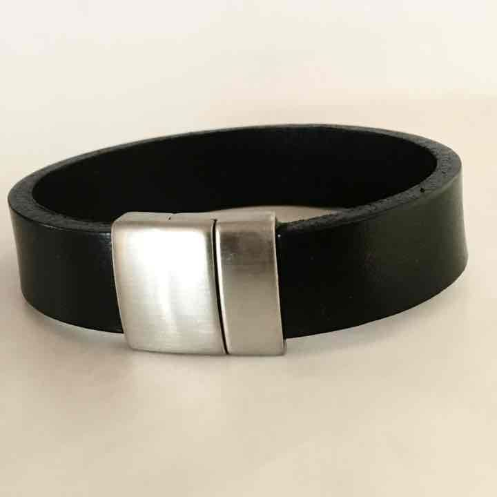 Black leather magnetic closure - Mercari: Anyone can buy & sell