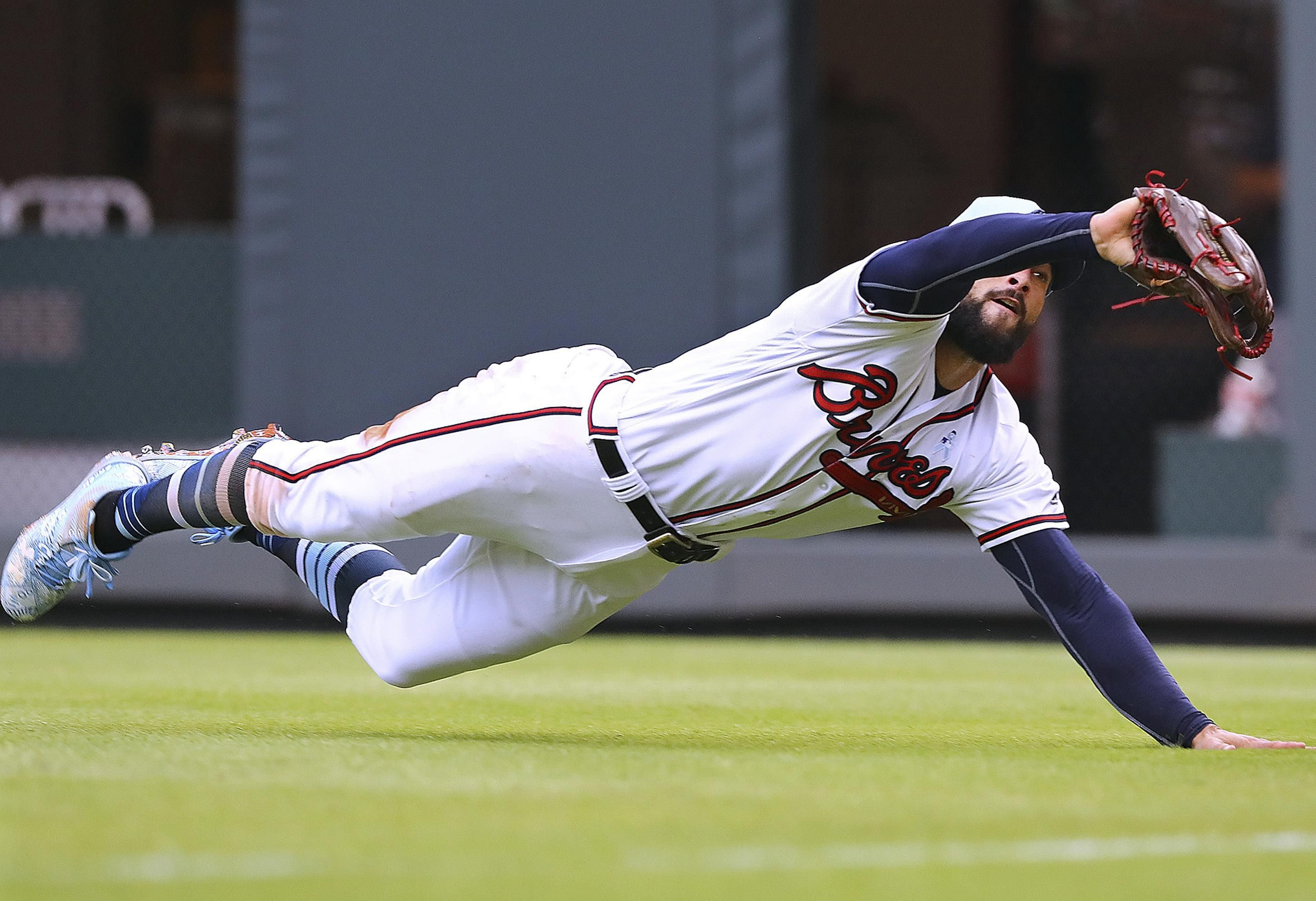 Atlanta Braves Outfielder Nick Markakis Makes A Diving Catch On A Long Fly Ball By San Diego Padres Franmil Reyes In Nick Markakis Atlanta Braves The Outfield