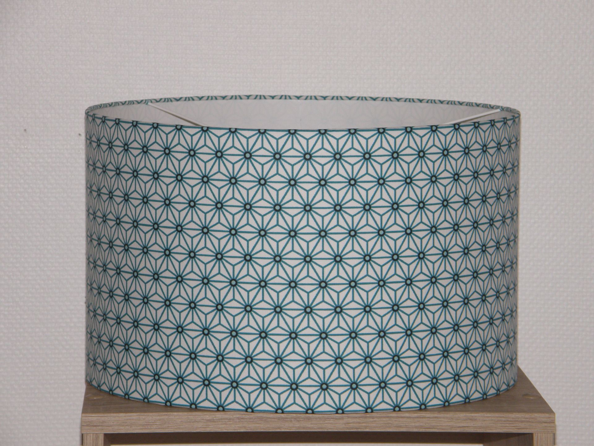 Abat-jour à suspendre ou pour pied de lampe tissu origami bleu : Luminaires par anne-claude-c