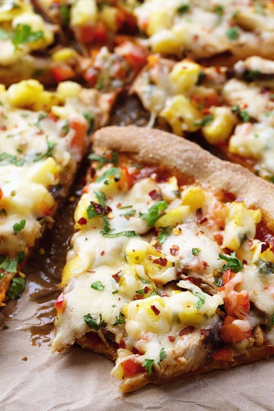 Sweet Chili Garlic Chicken Pizza - vibrant and spicy and fresh! 250 calories.   pinchofyum.com #pizza #chicken #spicy