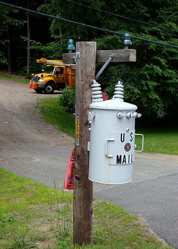 Weird Cool And Unusual Mailbox Looks Like A Power Pole I Would Have Never Known Cool Mailboxes Unique Mailboxes Funny Mailboxes