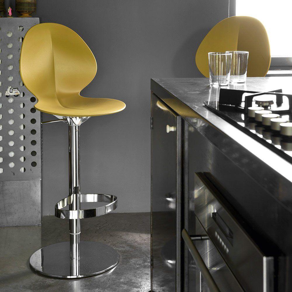 Une Chaise Haute Pivotante Jaune Calligaris Pour La Cuisine