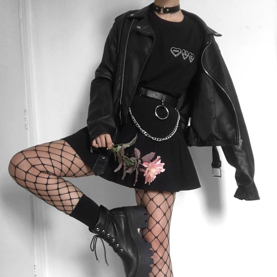 Ana On Instagram Soft Punk Grunge Softgrunge Indie Itgirl Gothaesthetic Goth Grungeaesthetic R Aesthetic Grunge Outfit Fashion Egirl Fashion How to wear ideas for ring buckle detail pu and studded soft goth~. aesthetic grunge outfit