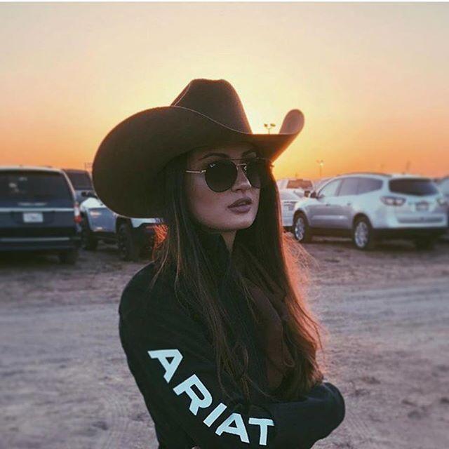 Muchachonas Guapas Compren Su Chamarra Ariat En Elpotrerito O Pagina Www Elpotrerito Com Ropa Vaquera Para Damas Moda Vaquera Ropa Vaquera