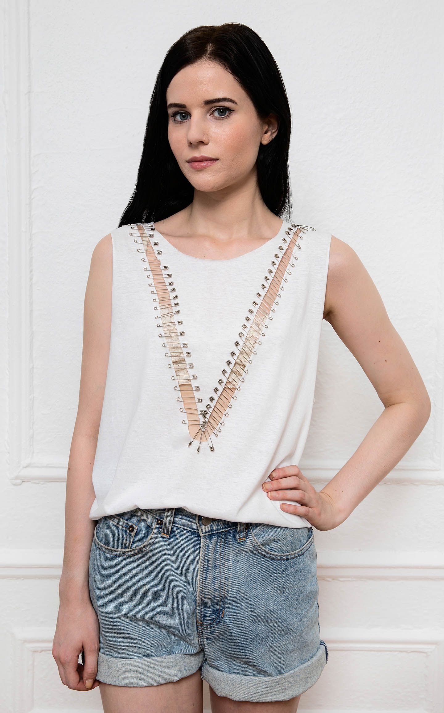 fd0d30ec4 Aug 8 Easy DIY Safety Pin Shirt   • BON FEMMES FASHION •   Diy shirt ...