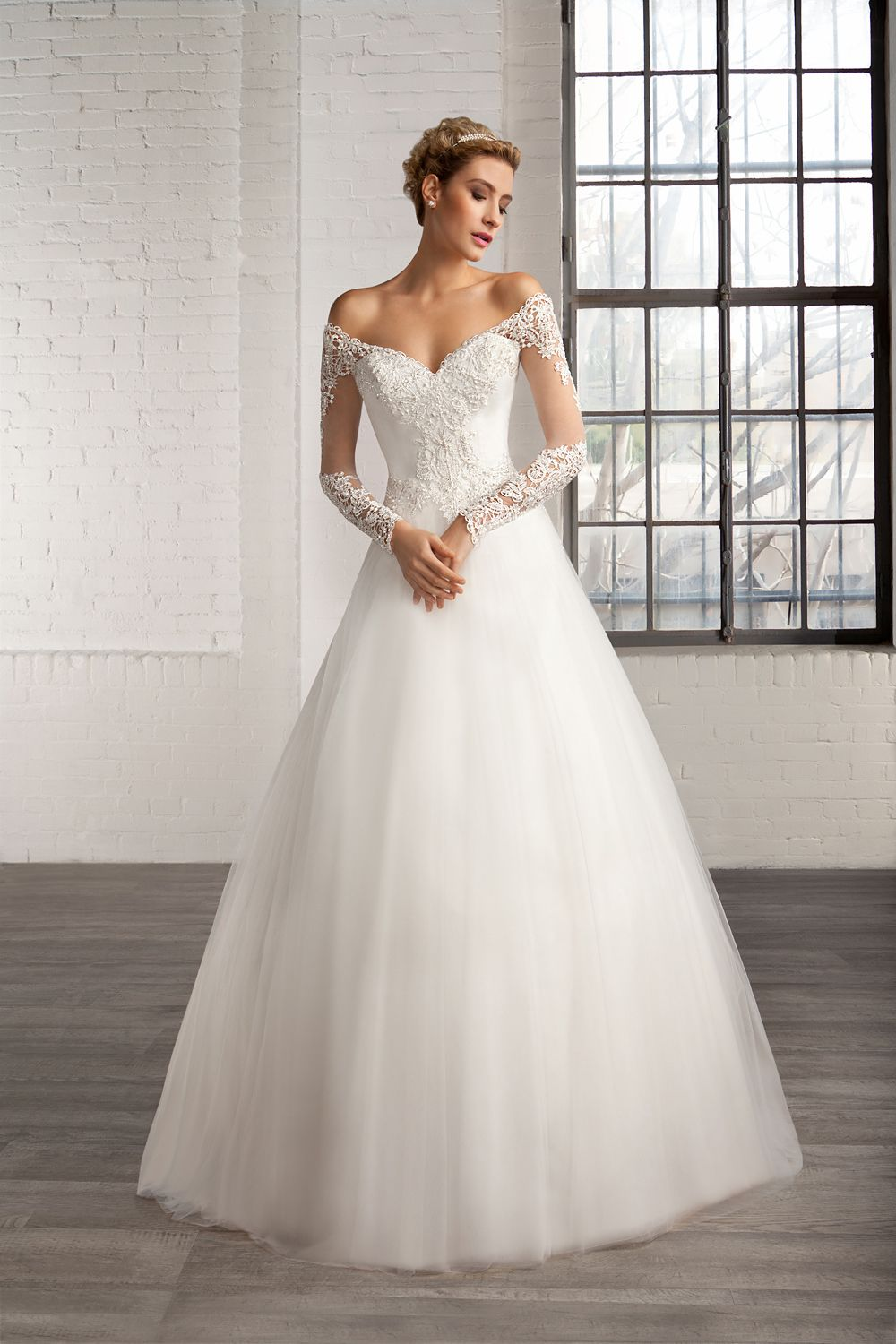 Nice Beautiful Lace Bodice Ball Gown Tulle Wedding Dress with Long Sleeves
