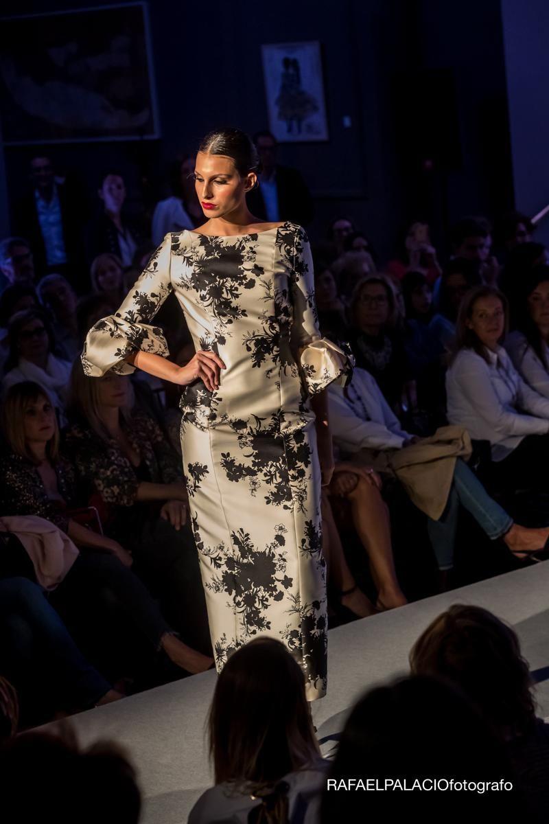 Espectacular Desfile De Marengo Moda Con Las Novedades 2018 En Vestidos De Fiesta Y Novia Que Tuvo Lugar En El Gan Hote Dresses With Sleeves Fashion Maxi Dress