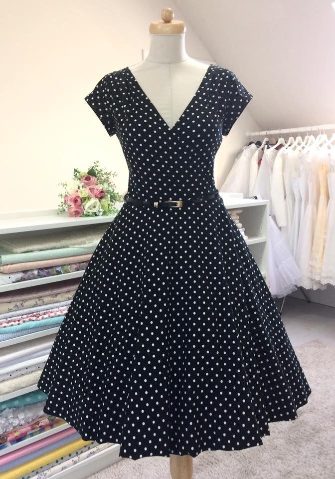 elegantní zavinovací šaty kratší rukávek a sklady na ramenou bohatá 3 4  kolová sukně zapínaní efa797eef8