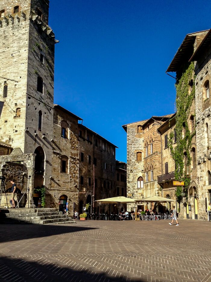 Find out why you should travel to  San Gimignano on The Emasphere! #travelitaly #theemasphere
