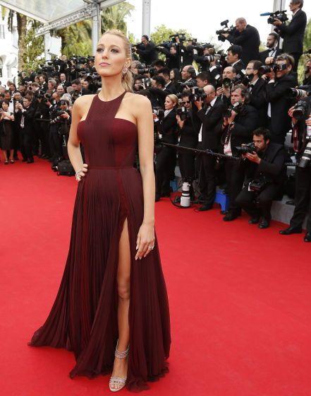 """Dieses Jahr sehen alle Modebewussten Rot - """"Marsala"""", ein erdiges Rot, wurde zur Trendfarbe 2015 gekürt – Likör-Wein aus Sizilien gab der Farbe den Namen. Gesehen auch bei Hollywood-Star Blake Lively. Mehr dazu hier: http://www.nachrichten.at/nachrichten/society/Dieses-Jahr-sehen-alle-Modebewussten-Rot;art411,1598521 (Bild: epa)"""
