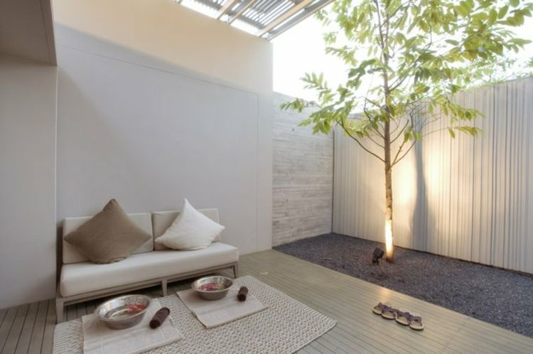 muebles blancos en el jardín pequeño   JARDINES   Pinterest ...