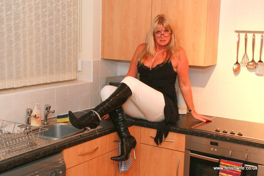 Mature wife in kitchen, naked country girl galleries