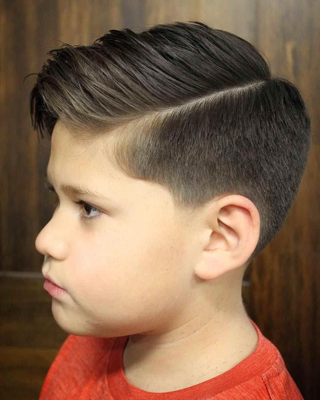 Jungs Frisuren Undercut Mittel Lange Haare In 2020 Jungs Frisuren Haarschnitt Kinderhaarschnitte