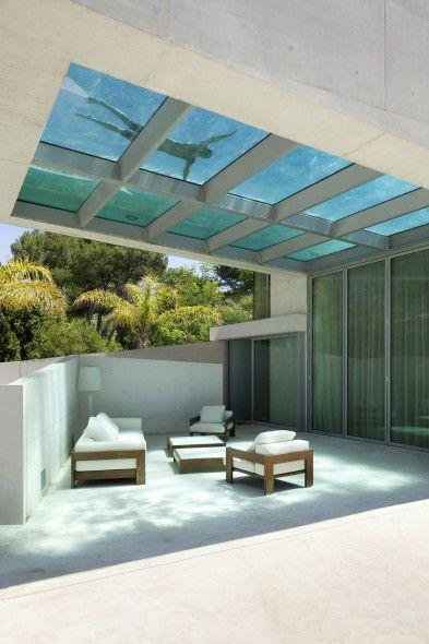 Piscina interior y exterior terraza casas piscinas y for Planos de casa con piscina interior
