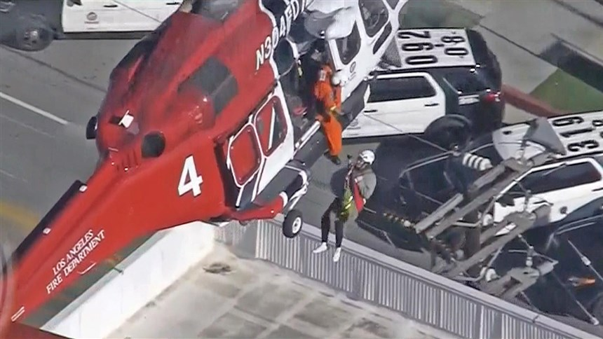 Los Angeles highrise fire leaves 8 injured prompts rare rooftop helicopter rescue  NBC News Source link