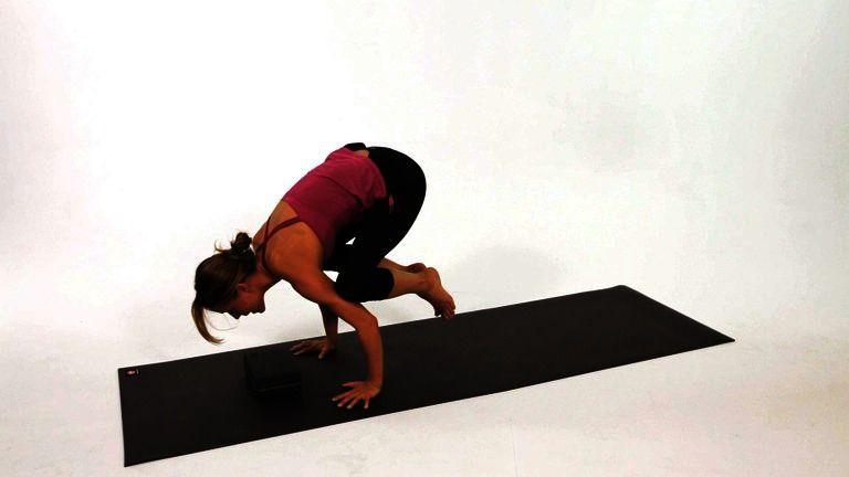 How to Do a Crow Pose (Bakasana)   Yoga   Crow yoga, How ...