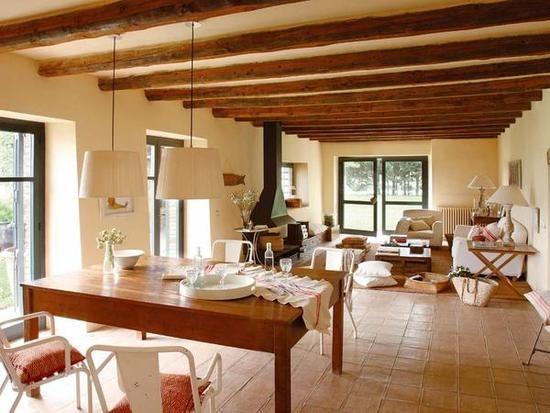 Una casa de campo con encanto natural casa de campo de - Salones de casas de campo ...