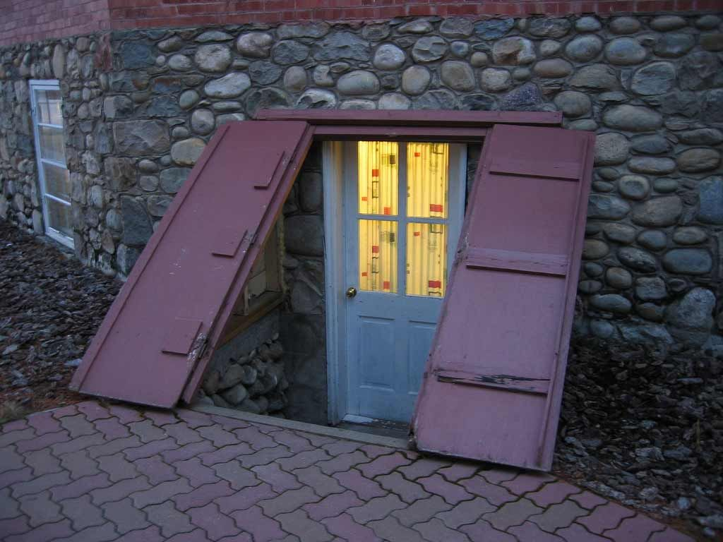 Basement church door entrance ideas best 9 basement for Basement entry ideas