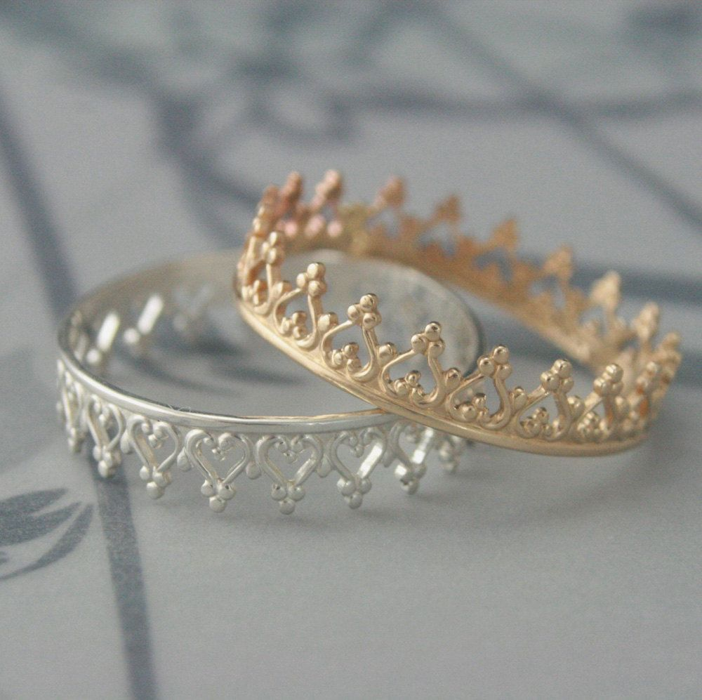 queen of hearts band crown ring in solid 14k yellow gold--perfect