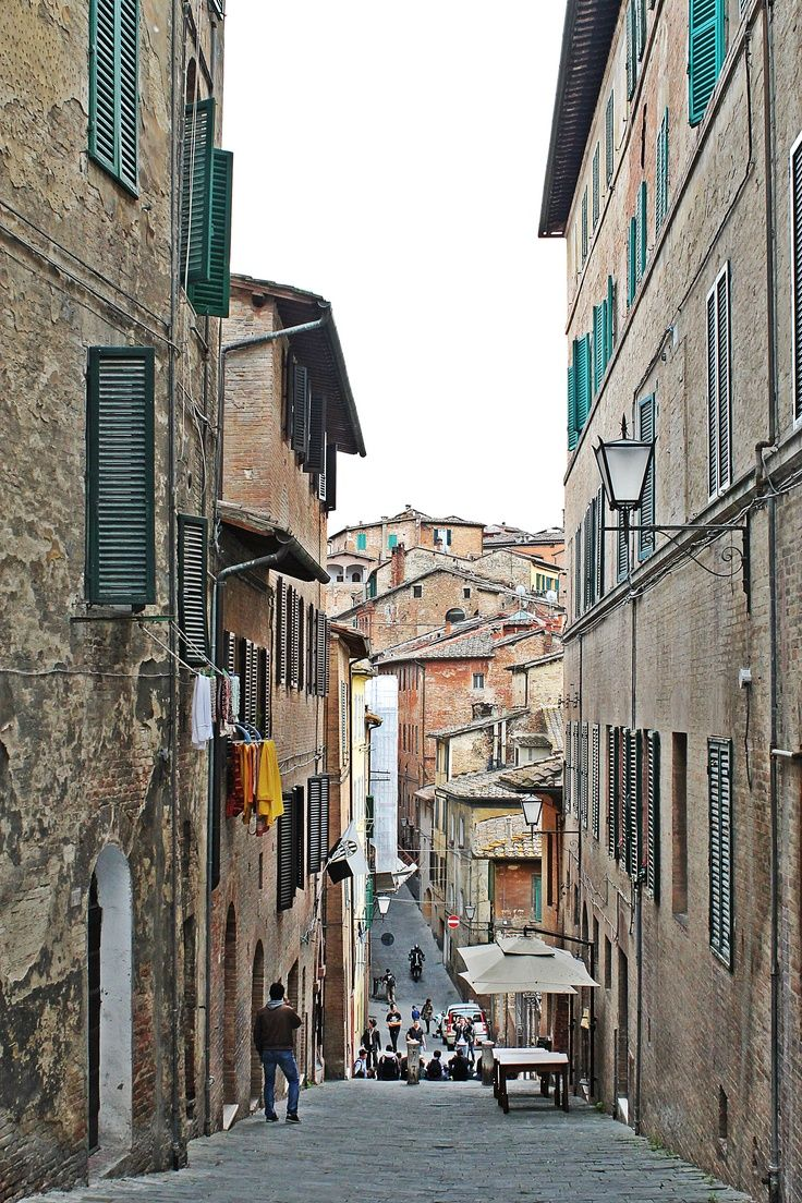 Little alley in Siena, Italy photography travel Italy
