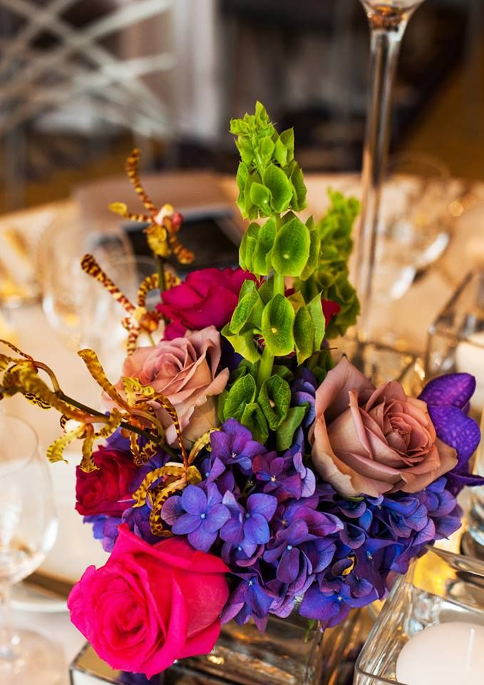 Simply Chic Wedding Flower Decor Ideas. To see more: http://www.modwedding.com/2014/06/24/simply-chic-wedding-flower-decor-ideas/ #wedding #weddings #reception #centerpiece Featured Wedding Photographer: Fandl Photography; Featured Event Design: HMR Designs