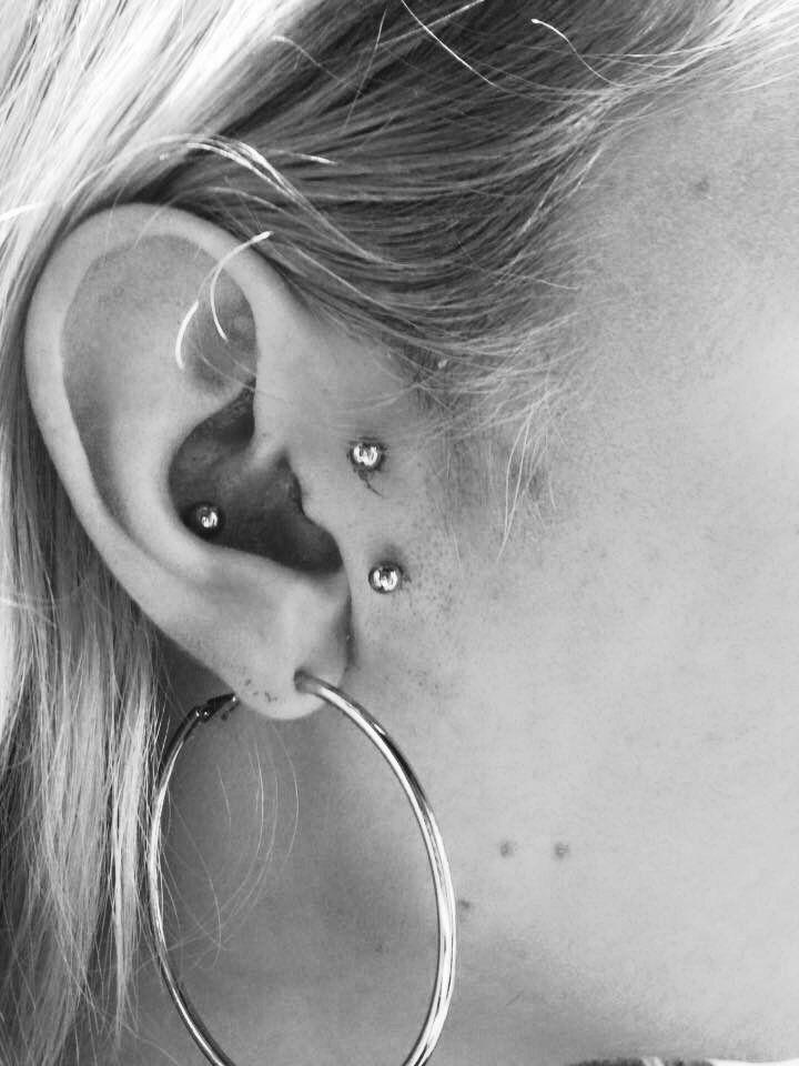 f166b1aa4 #industrial #scaffolding #piercing #barbell #ear #cartilage #straight #upper