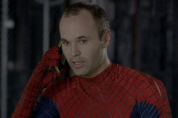 Arbeloa, Iniesta , Diego López y Valdés se visten de Spiderman en