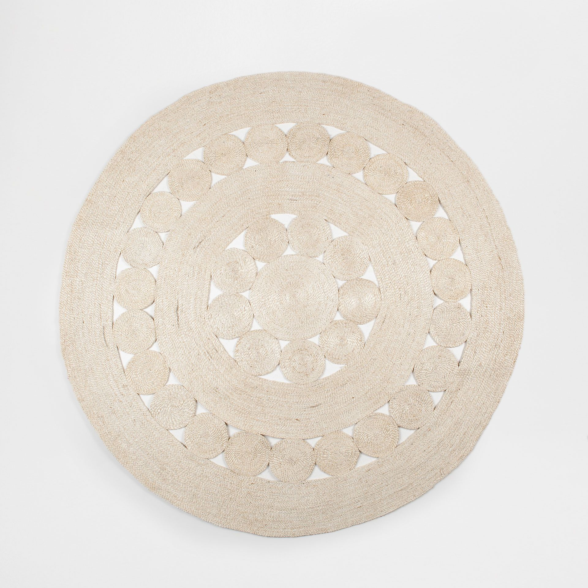 Natural Coloured Round Jute Rug Rugs Decoration Zara Home United States Of