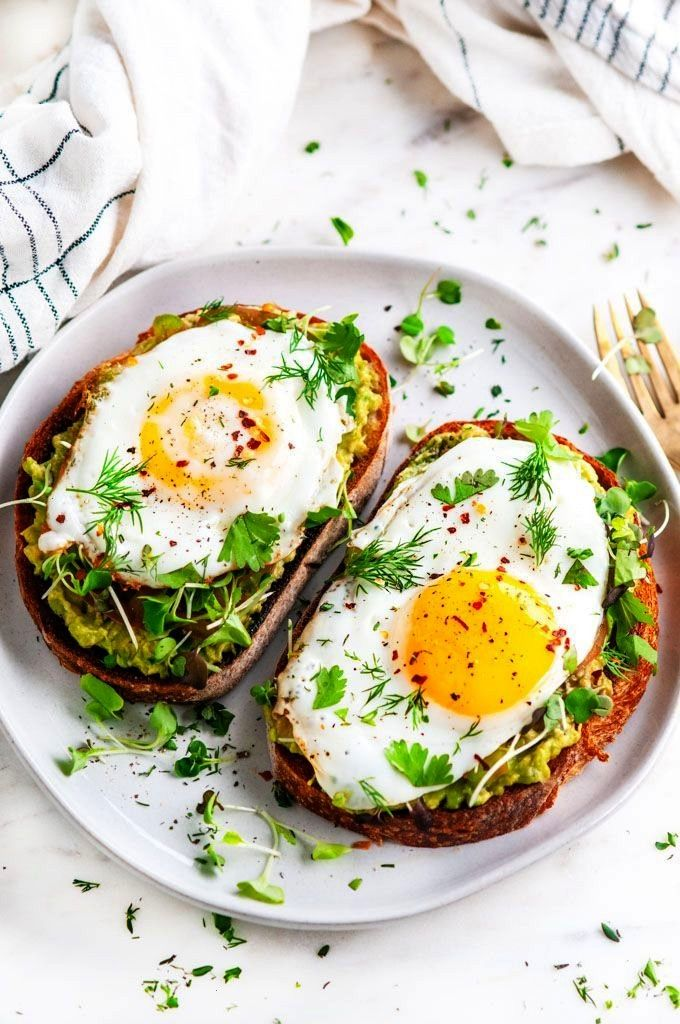 Egg Breakfast Toast - 10 minute balanced, vegetarian breakfast with a perfect, sunny side up egg, m