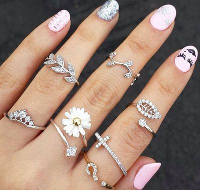673cd39f319 Rings & Nails fashion nails jewelry art hands pretty rings silver ...