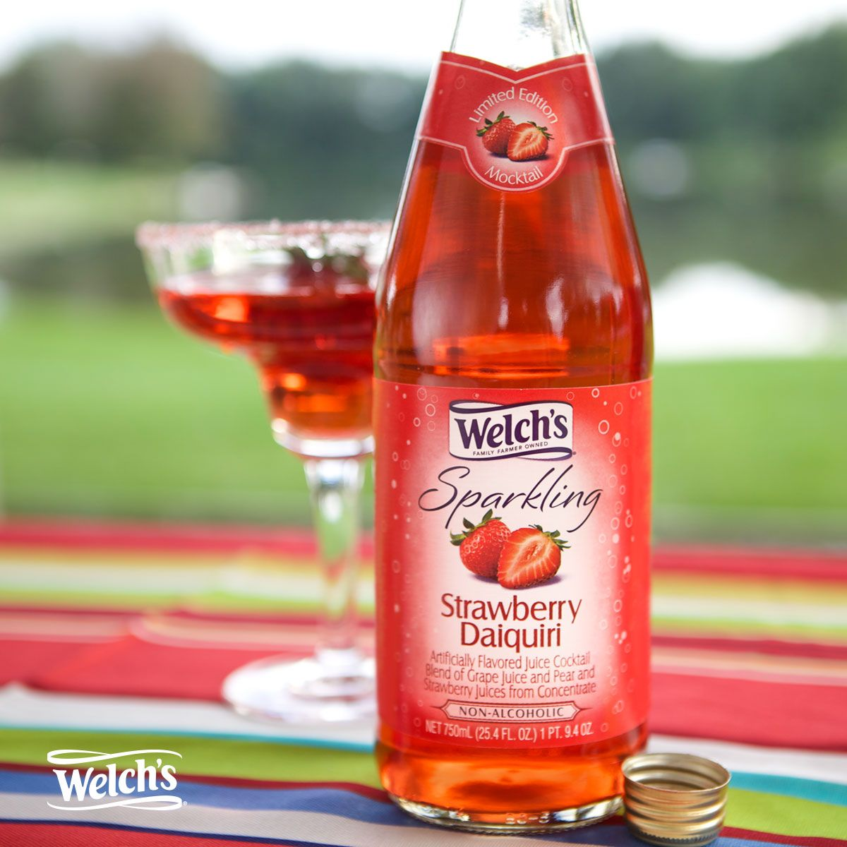 Be The Life Of The Party With Our Non Alcoholic Sparkling Mocktails Experience Four Delicious Flavors Like Strawb Strawberry Daiquiri Sparkling Drinks Welchs