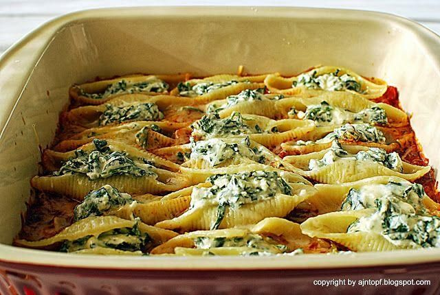 eintopf: pasta shells with ricotta cheese and spinach  - makaron -