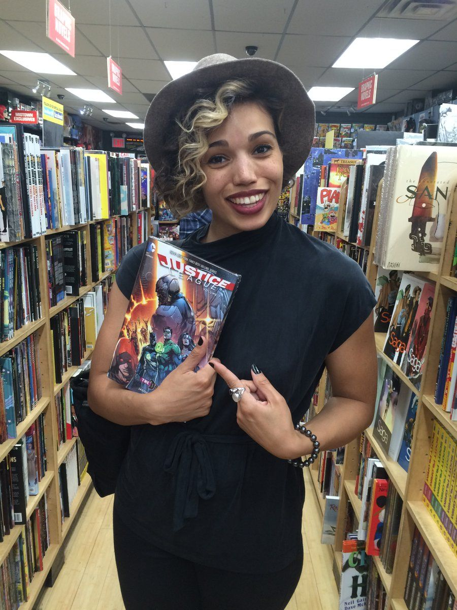 .TheCW_Legends star CiaraRenee8 stopped by Midtown