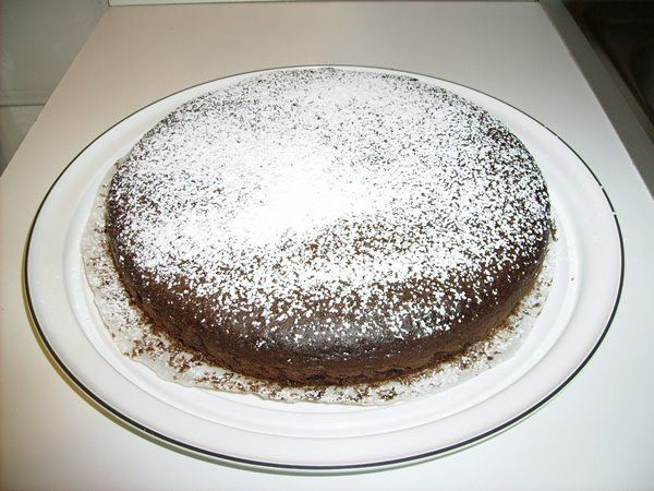 Questa Torta al Cioccolato è fatta senza uova né burro, quindi anche quelli che hanno problemi con questi ingredienti.