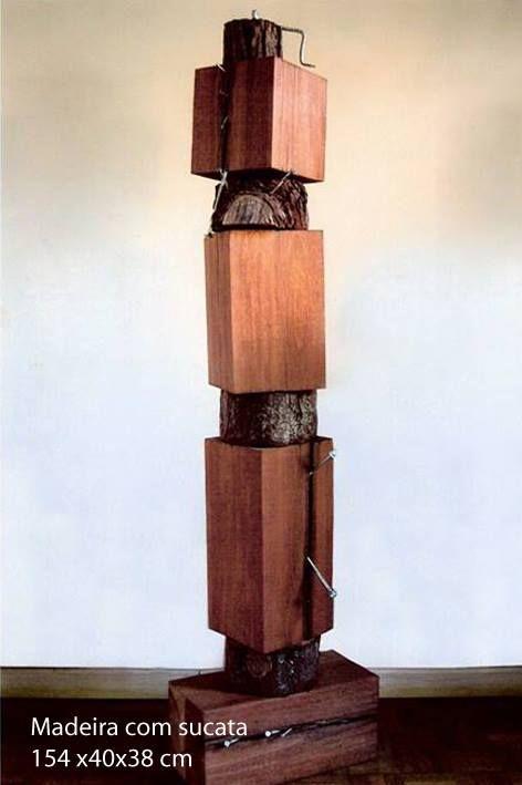 Susie Prunes - Hérnia I Escultura em Madeira e Sucata