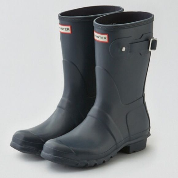 Hunter Short Rain Boot Beautiful navy color, excellent condition. Best fit for size 8.5/9. Trade value $150 Hunter Boots Shoes Winter & Rain Boots