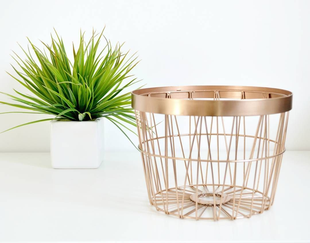 Trying to decide what to use this copper basket for...Cosy blankets? Magazines? Blanket scarves? Let me know if you have any ideas 😊 #homedecor #home #hmhome #hm #copper #minimalist