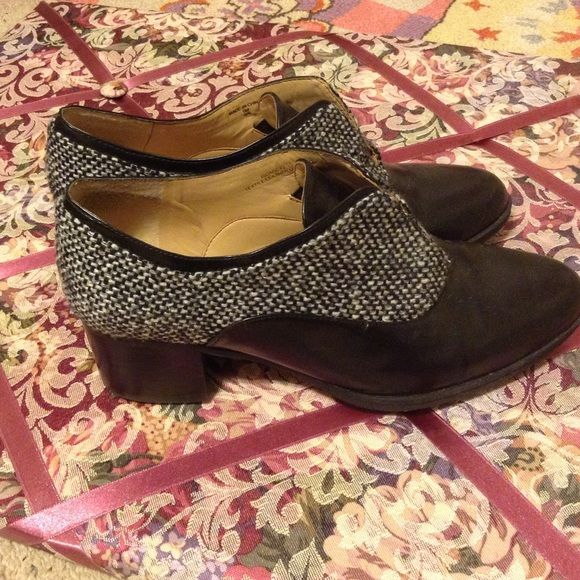 73c3e11a419f Isaac Mizrahi Tweed Block Heels Vintage style tweed and leather shoes with  a thick Cuban heel. Worn a few times