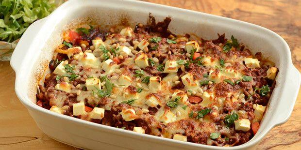 b81c7b29e27 Super lækkert kartoffelfad med hakket oksekød, peberfrugt og feta. En helt  forrygende ovnret,