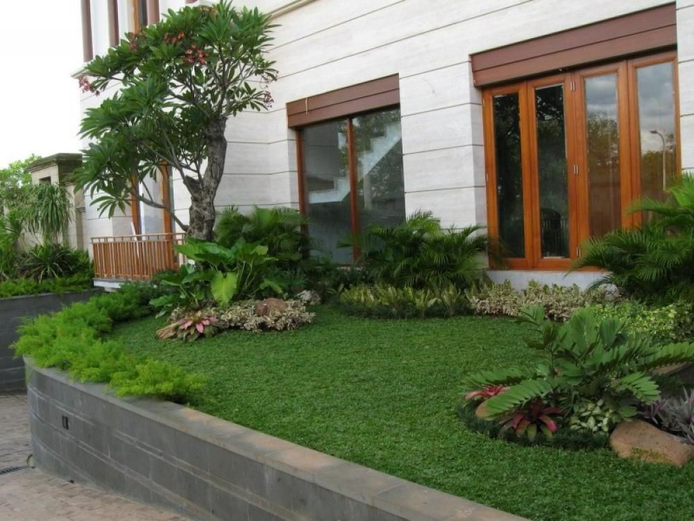 Minimalist garden design small spaces contemporary for Beautiful small gardens