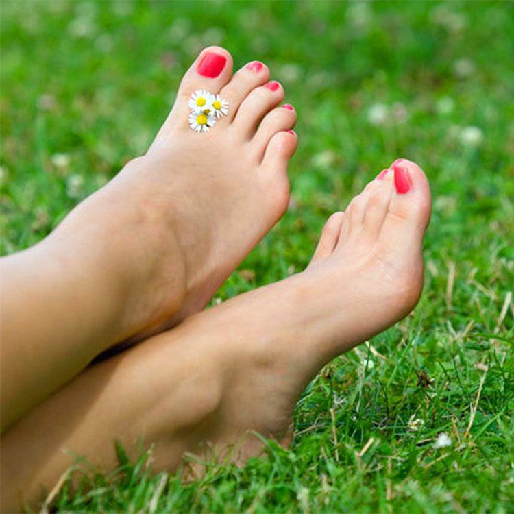 I miei bellissimi piedi tatuati sulla tua faccia e tu devi unicamente leccarli e baciarli tutti - 3 5
