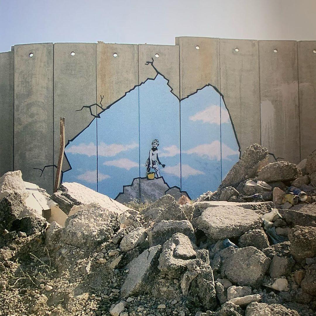 "Banksy Archive 🐀 on Instagram: ""🐀 Banksy ⚫️ Street Art @banksy #banksyarchive #banksy #banksyart #banksyartwork #graffitiart #artoninstagram #instagraffiti #streetart…"""